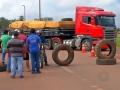 Caminhoneiros bloqueiam mais um trecho de rodovia federal em MT