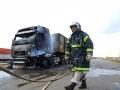 Cabine de bitrem fica destruída após incêndio na BR-163 em Nova Mutum