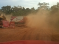 Desvio para carros é construído após cratera engolir asfalto na MT-246 entre Jangada e Barra do Bugres