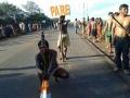Índios fecham pontos das BRs 070 e 174 e cobram pedágio de motoristas