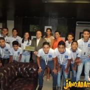 Governador recebe alunos medalhistas no Palácio Paiaguás